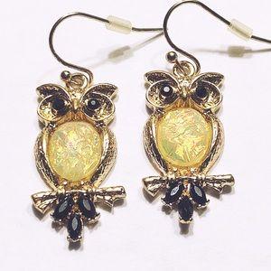 ⭐️ DANGLING OWL EARRING GOLD-TONE